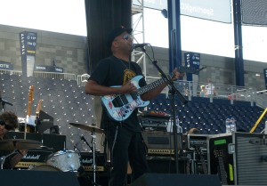Tom Morello: The Nightwatchman at Buzz Beachball in Kansas City, KS on 8-19-11.